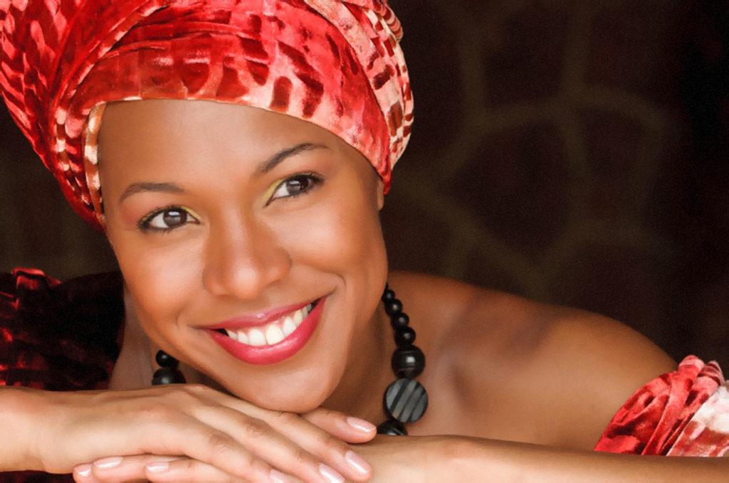 Myra Maud - Sängerin mit karibischem Herz und goldener Stimme - Booking über Maike Fischer